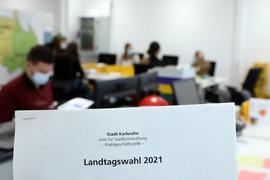 © Jodo-Foto /  Joerg  Donecker//  10.02.2021 Eroeffnung Briefwahlbuero zur Landtagswahl 2021,   -Copyright - Jodo-Foto /  Joerg  Donecker Sonnenbergstr.4  D-76228 KARLSRUHE TEL:  0049 (0) 721-9473285 FAX:  0049 (0) 721 4903368  Mobil: 0049 (0) 172 7238737 E-Mail:  joerg.donecker@t-online.de Sparkasse Karlsruhe  IBAN: DE12 6605 0101 0010 0395 50, BIC: KARSDE66XX Steuernummer 34140/28360 Veroeffentlichung nur gegen Honorar nach MFM zzgl. ges. Mwst.  , Belegexemplar und Namensnennung. Es gelten meine AGB.