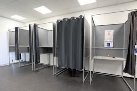 Die Bürger machen ihr Kreuz: Die Briefwahl ist bei der OB-Wahl stark gefragt. Am Sonntag öffnen die klassischen Wahllokale. Dort gelten wegen Corona veränderte Regeln.