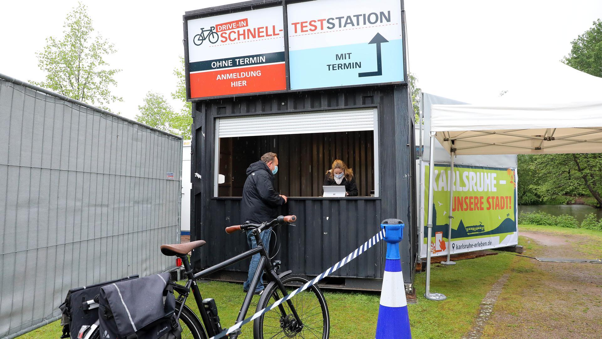 Test-Zwischenstopp: In der Günther-Klotz-Anlage hat am Dienstag ein Drive-In eröffnet - nicht nur Radler kriegen hier jetzt einen Corona-Schnelltest.