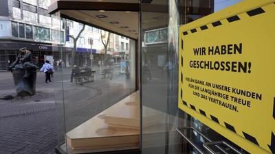 © Jodo-Foto /  Joerg  Donecker// 23.02.2021 Ladenschliessungen in der Karlsruher Innenstadt, Foto: Dielmann,                                                                -Copyright - Jodo-Foto /  Joerg  Donecker Sonnenbergstr.4  D-76228 KARLSRUHE TEL:  0049 (0) 721-9473285 FAX:  0049 (0) 721 4903368  Mobil: 0049 (0) 172 7238737 E-Mail:  joerg.donecker@t-online.de Sparkasse Karlsruhe  IBAN: DE12 6605 0101 0010 0395 50, BIC: KARSDE66XX Steuernummer 34140/28360 Veroeffentlichung nur gegen Honorar nach MFM zzgl. ges. Mwst.  , Belegexemplar und Namensnennung. Es gelten meine AGB.