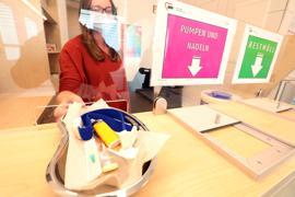 Infektionen vermeiden: Steriles Besteck für den intravenösen Drogenkonsum wird im Konsumraum der AWO an der Karlsruher Kriegsstraße gestellt.