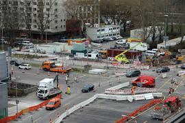 Gesperrt: Das Ettlinger Tor ist für den Autoverkehr in der Nord-Süd-Beziehung  Rondellplatz/Festplatz für drei Tage gesperrt. Dort beginnt für die Wanderbaustelle  auf der Kriegsstraße eine neue Etappe.