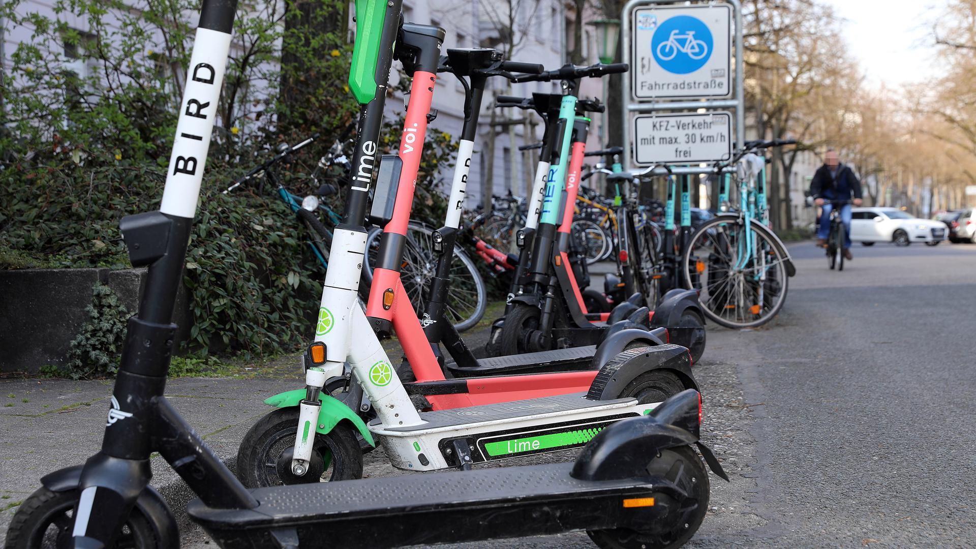 E-Scooter in der Bahnhofstraße in Karlsruhe