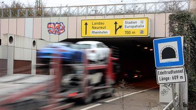 Bald Dauerbaustelle: Die Sanierung und Modernisierung des Edeltrudtunnels wird ab April den Verkehr auf der Südtangente lange beeinträchtigen.