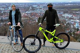 © Jodo-Foto /  Joerg  Donecker//  29.01.2021 Gebrauchte Fahrraeder gibt es bei li. Marco und re. Markus , Foto: auf der Turmbergterrasse,                                                -Copyright - Jodo-Foto /  Joerg  Donecker Sonnenbergstr.4  D-76228 KARLSRUHE TEL:  0049 (0) 721-9473285 FAX:  0049 (0) 721 4903368  Mobil: 0049 (0) 172 7238737 E-Mail:  joerg.donecker@t-online.de Sparkasse Karlsruhe  IBAN: DE12 6605 0101 0010 0395 50, BIC: KARSDE66XX Steuernummer 34140/28360 Veroeffentlichung nur gegen Honorar nach MFM zzgl. ges. Mwst.  , Belegexemplar und Namensnennung. Es gelten meine AGB.