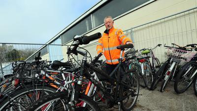 Fahrräder lagern beim AfA, zuständig ist Qualitätsmanager Werner Lenhard.