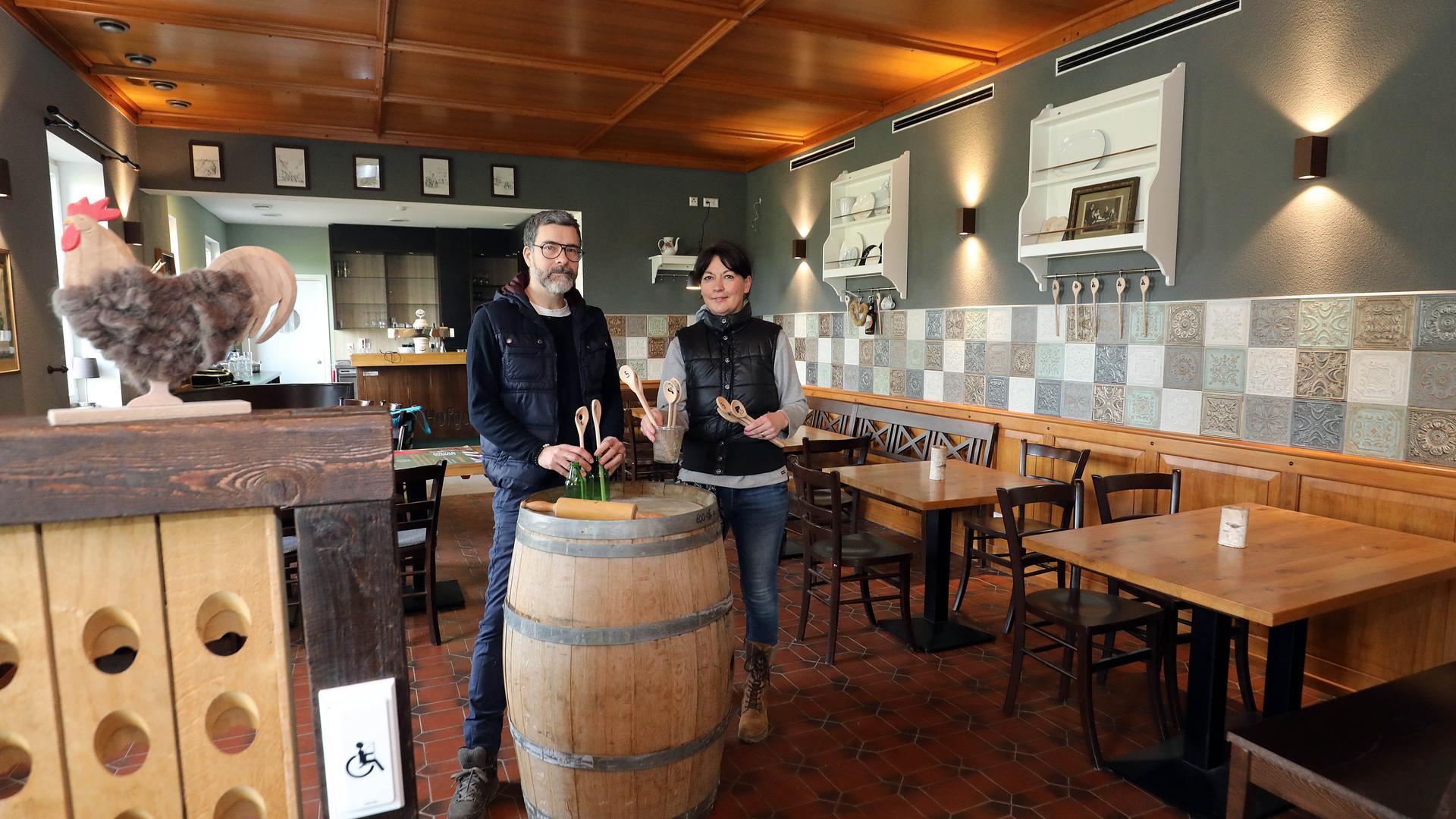 Neustart mit verändertem Ambiente: Tanja und Alexander Finck haben das Gasthaus und den Hofladen auf dem Hofgut Maxau gepachtet.