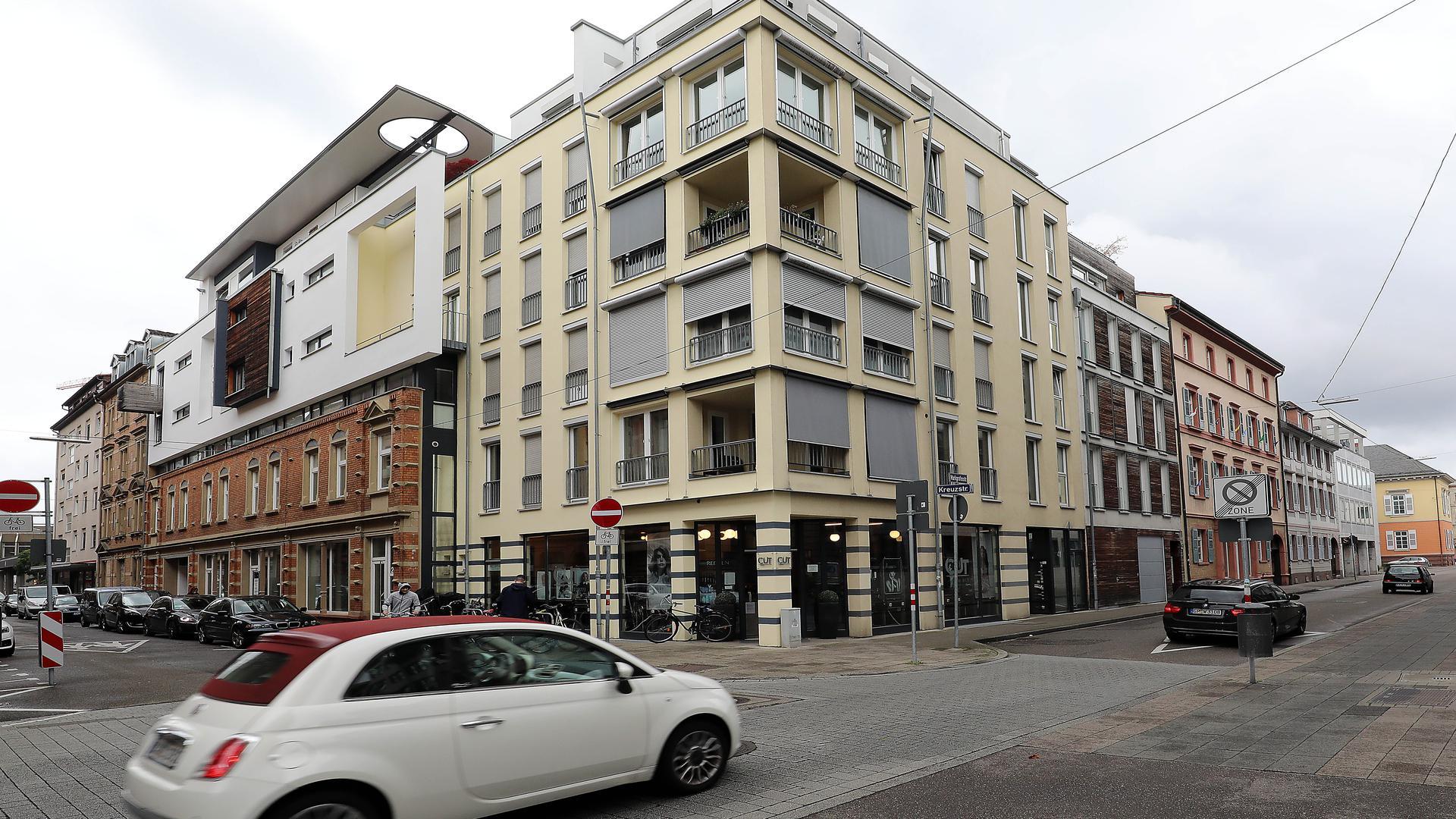 Neubau: Ecke Markgrafen- und Kreuzstraße, wo einst bei einem Brand drei Menschen zu Tode kamen, ist von dem dramatischen Geschehen heute nichts mehr zu sehen.