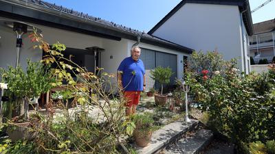 Kühle Innenräume durch moderne Dämmung und Schutz vor starker Sonneneinstrahlung: Klimaschonend hat Joachim Lange sein älteres Wohnhaus mitten in Durlach-Aue so modernisiert, dass die Familie darin kein Problem mit dem immer heißeren Stadtklima hat.