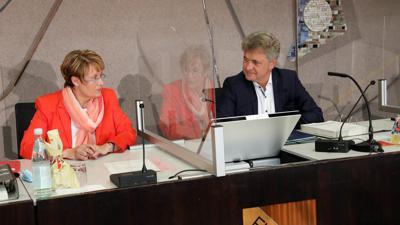 Die Finanzen im Blick: Oberbürgermeister Frank Mentrup und Finanzdezernentin Gabriele Luczak-Schwarz haben am Dienstag einen Ausblick auf den städtischen Haushalt für das Jahr 2021 gegeben.