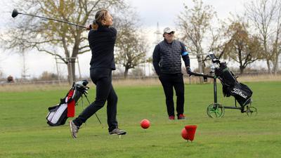 © Jodo-Foto /  Joerg  Donecker// 4.11.2020 Golf-Sport auf dem Golfplatz am Batzenhof , Foto: Personen ohne Namen,                     -Copyright - Jodo-Foto /  Joerg  Donecker Sonnenbergstr.4  D-76228 KARLSRUHE TEL:  0049 (0) 721-9473285 FAX:  0049 (0) 721 4903368  Mobil: 0049 (0) 172 7238737 E-Mail:  joerg.donecker@t-online.de Sparkasse Karlsruhe  IBAN: DE12 6605 0101 0010 0395 50, BIC: KARSDE66XX Steuernummer 34140/28360 Veroeffentlichung nur gegen Honorar nach MFM zzgl. ges. Mwst.  , Belegexemplar und Namensnennung. Es gelten meine AGB.