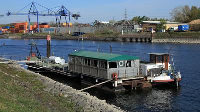 """© Jodo-Foto /  Joerg  Donecker//  24.04.2021 Hausboot """"Bastei"""" im Rheinhafen,                         -Copyright - Jodo-Foto /  Joerg  Donecker Sonnenbergstr.4  D-76228 KARLSRUHE TEL:  0049 (0) 721-9473285 FAX:  0049 (0) 721 4903368  Mobil: 0049 (0) 172 7238737 E-Mail:  joerg.donecker@t-online.de Sparkasse Karlsruhe  IBAN: DE12 6605 0101 0010 0395 50, BIC: KARSDE66XX Steuernummer 34140/28360 Veroeffentlichung nur gegen Honorar nach MFM zzgl. ges. Mwst.  , Belegexemplar und Namensnennung. Es gelten meine AGB."""