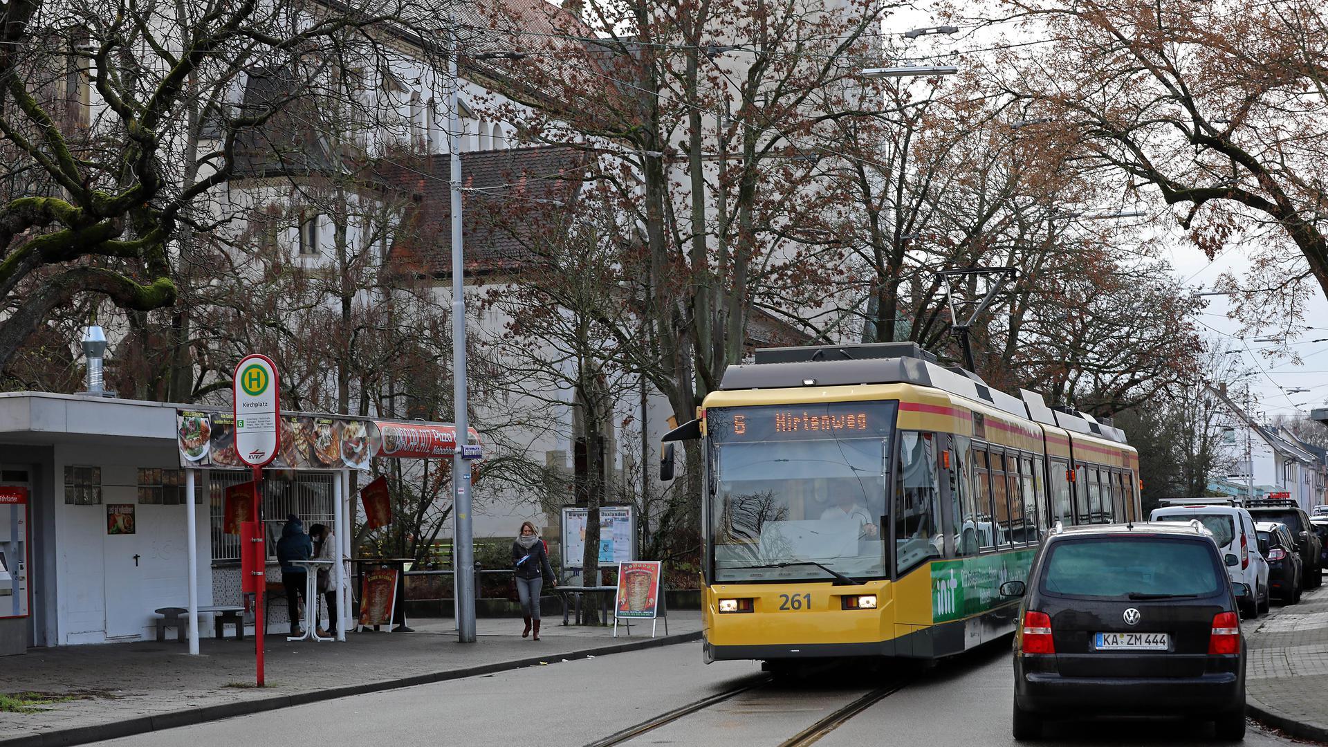 """Kommende Baustelle: In Daxlanden werden die Haltestellen wie die zentrale Station """"Kirchplatz"""" und die Gleise der Linie 6 modernisiert. Ab Herbst wird es an vielen Stellen eng."""