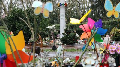 """© Jodo-Foto /  Joerg  Donecker//  2.02.2021 Graeberfeld """" Sternenkinder"""" auf dem Hauptfriedhof,               -Copyright - Jodo-Foto /  Joerg  Donecker Sonnenbergstr.4  D-76228 KARLSRUHE TEL:  0049 (0) 721-9473285 FAX:  0049 (0) 721 4903368  Mobil: 0049 (0) 172 7238737 E-Mail:  joerg.donecker@t-online.de Sparkasse Karlsruhe  IBAN: DE12 6605 0101 0010 0395 50, BIC: KARSDE66XX Steuernummer 34140/28360 Veroeffentlichung nur gegen Honorar nach MFM zzgl. ges. Mwst.  , Belegexemplar und Namensnennung. Es gelten meine AGB."""