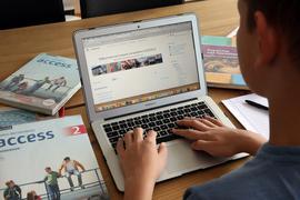 Während der Corona-Krise müssen Schüler zuhause lernen und arbeiten