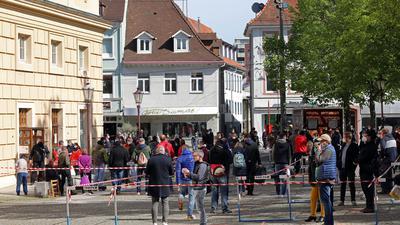Andrang: Bei der Impfaktion am Samstag in der Durlacher Karlsburg war der Andrang groß. Nicht jeder Interessent bekam am Ende das begehrte Vakzin.