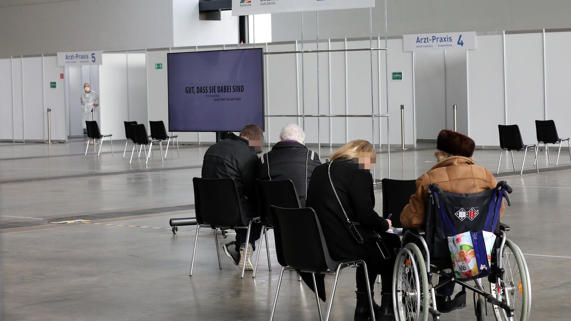 Warten auf neue Termine: Das Zentrale Impfzentrum in der Messe ist weiter lahmgelegt, noch länger soll das Impfzentrum in der Schwarzwaldhalle pausieren. Hintergrund ist immer der Mangel an Impfstoff
