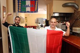 Vom Sieg der Squadra Azzurra überzeugt: Emanuele Caredda (links) und Graziano Musolino.