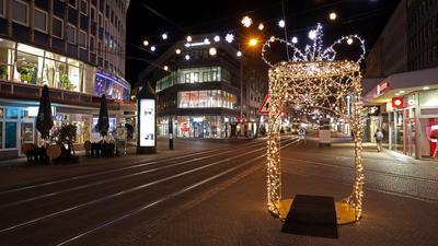 Ausgestorben: Die Karlsruher Innenstadt wirkt infolge von Ausgangsbeschränkung und Lockdown abends wie von allen guten Geistern verlassen.