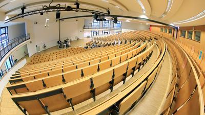 © Jodo-Foto /  Joerg  Donecker// 2.12.2020 KIT-Campus im Lockdown/ Corona-Modus, Foto: Audimax ohne Studenten / nur Onlinevorlesung wird aufgezeichnet,                                                                -Copyright - Jodo-Foto /  Joerg  Donecker Sonnenbergstr.4  D-76228 KARLSRUHE TEL:  0049 (0) 721-9473285 FAX:  0049 (0) 721 4903368  Mobil: 0049 (0) 172 7238737 E-Mail:  joerg.donecker@t-online.de Sparkasse Karlsruhe  IBAN: DE12 6605 0101 0010 0395 50, BIC: KARSDE66XX Steuernummer 34140/28360 Veroeffentlichung nur gegen Honorar nach MFM zzgl. ges. Mwst.  , Belegexemplar und Namensnennung. Es gelten meine AGB.