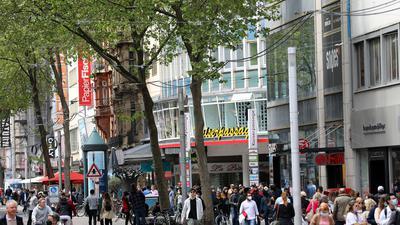 © Jodo-Foto /  Joerg  Donecker// 23.06.2021 Kaiserstrasse,                           -Copyright - Jodo-Foto /  Joerg  Donecker Sonnenbergstr.4  D-76228 KARLSRUHE TEL:  0049 (0) 721-9473285 FAX:  0049 (0) 721 4903368  Mobil: 0049 (0) 172 7238737 E-Mail:  joerg.donecker@t-online.de Sparkasse Karlsruhe  IBAN: DE12 6605 0101 0010 0395 50, BIC: KARSDE66XX Steuernummer 34140/28360 Veroeffentlichung nur gegen Honorar nach MFM zzgl. ges. Mwst.  , Belegexemplar und Namensnennung. Es gelten meine AGB.