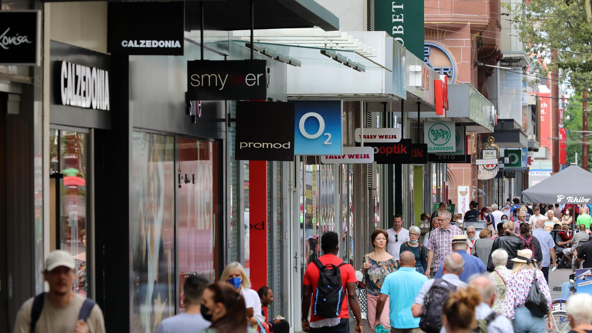 Einkaufsmeile im Wandel: Unter anderem eröffnet der Brillenanbieter Smykker in der Kaiserstraße. Auch Royal Donuts, der bei Jüngeren Kultstatus hat, kommt neu in die Karlsruher City.