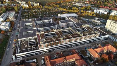 Die große Erweiterung:  Mit dem  Bettenhaus M gewinnt das Städtische Klinikum ganz neue Möglichkeiten. Es geht aber erst nach dem Corona-Winter im März 2021 in Betrieb,