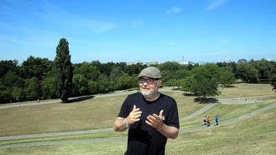 Allein auf dem Hügel: Martin Wacker organisiert seit Jahren Das Fest. Dieses Jahr fällt das Open Air wegen Corona aus.