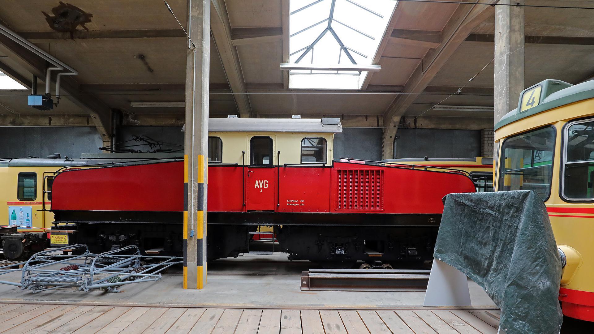 Technik-Fossil: Die 1910 gebaute E-Lok 2 war in der Frühzeit der Elektrifizierung im Albtal unterwegs. Jahrelang stand sie als Denkmal am Albtalbahnhof.