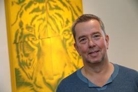 """Der Karlsruher Tierbuch-Autor Mario Ludwig stellt sein neues Buch """"Fearless Females"""" vor."""