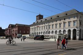 Die süße Adresse am Platze: Zu Karlsruhes Schokoladenseite, dem Marktplatz mit der Pyramide, gehört seit Jahrzehnten ein Kaffehaus an der Ecke zur Kaiserstraße.  Nun aber verabschiedet sich das Cafe Böckeler. Was hat die Politik dort mit Karlsruhes guter Stube vor?