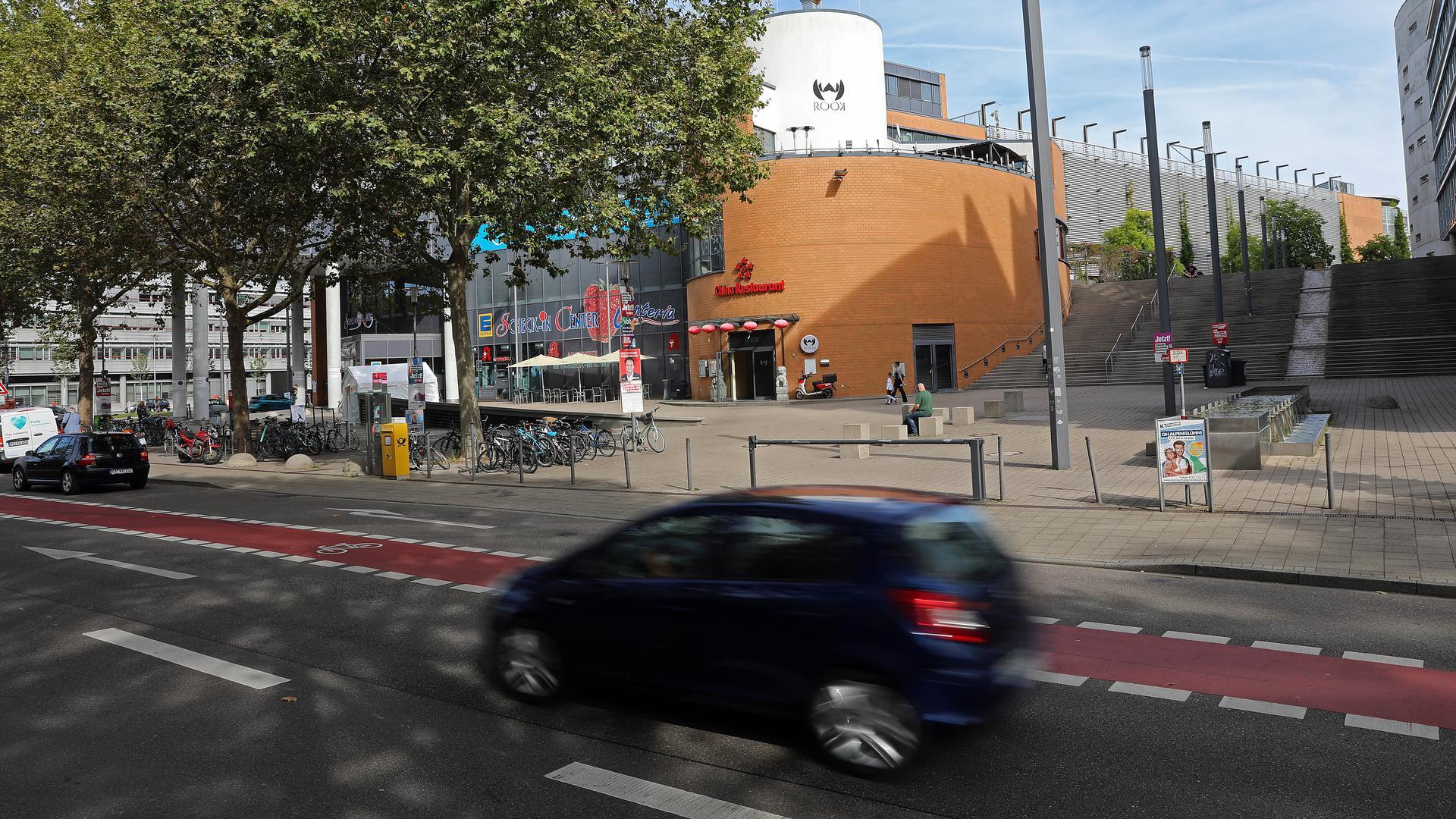 Zentraler Anlaufpunkt: Der Bereich rund um den Mendelssohnplatz sowie die Kreuzung Ludwig-Erhard-Allee/Kapellenstraße sind besonders betroffen.