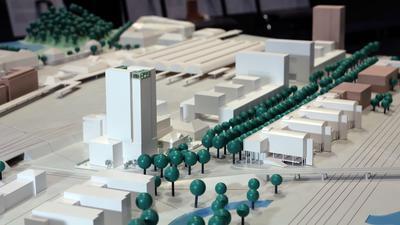 Hochhaus-Planung: Der Entwurf des Kölner Büros Astoc für einen Wohn- und Büroturm (links) hat den Wettbewerb gewonnen. Rechts daneben der neue Bürohausriegel von 1&1 hinter dem Hauptbahnhof. Ganz rechts der von Dommermuth noch geplante Büroturm.