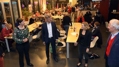 © Jodo-Foto /  Joerg  Donecker//  26.09.2020 OB Mentrup Wahlkampf / Eroeffnung mit Unterstuetzer im Jubez-Cafe,     -Copyright - Jodo-Foto /  Joerg  Donecker Sonnenbergstr.4  D-76228 KARLSRUHE TEL:  0049 (0) 721-9473285 FAX:  0049 (0) 721 4903368  Mobil: 0049 (0) 172 7238737 E-Mail:  joerg.donecker@t-online.de Sparkasse Karlsruhe  IBAN: DE12 6605 0101 0010 0395 50, BIC: KARSDE66XX Steuernummer 34140/28360 Veroeffentlichung nur gegen Honorar nach MFM zzgl. ges. Mwst.  , Belegexemplar und Namensnennung. Es gelten meine AGB.