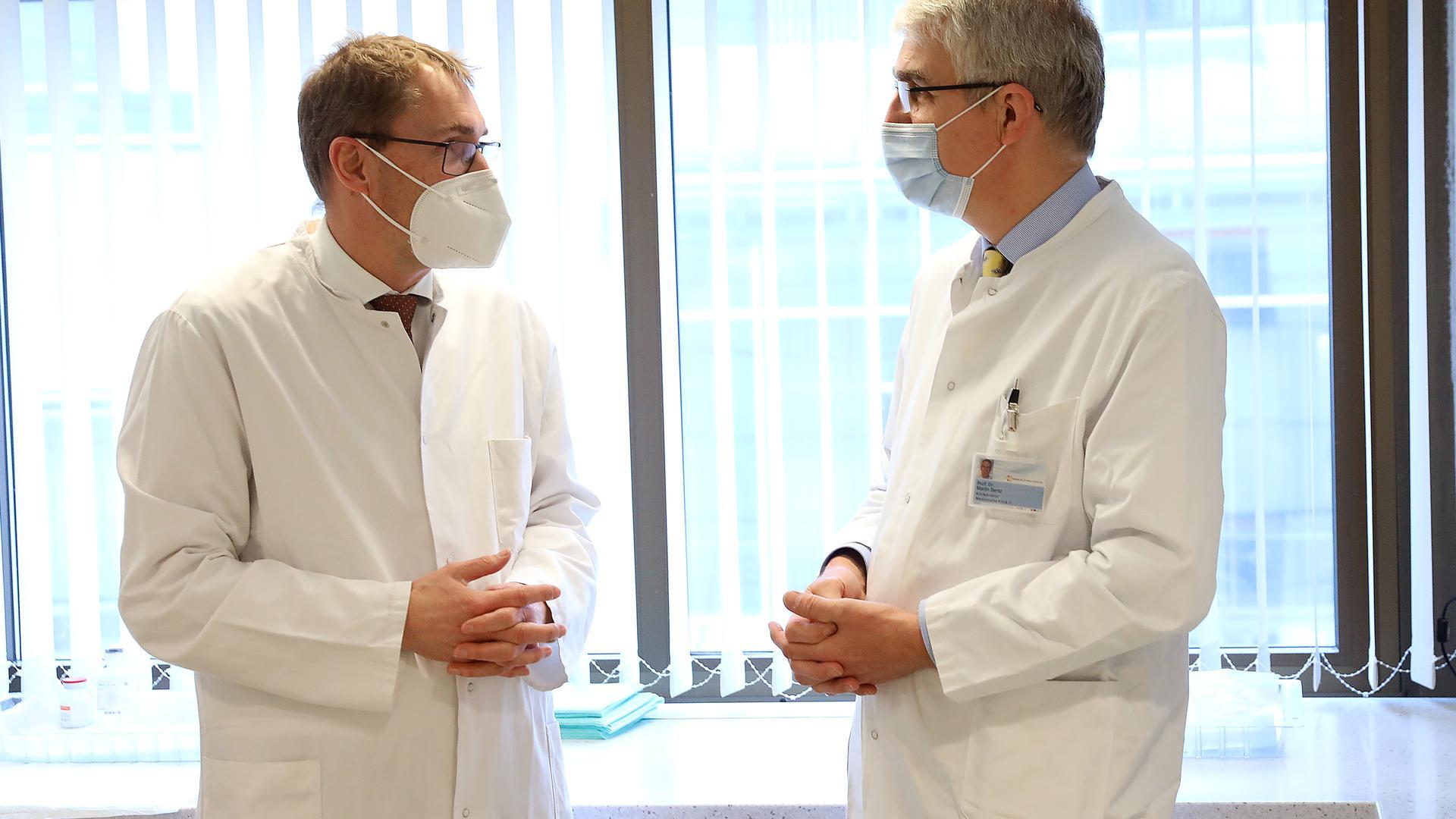 Martin Bentz vom Städtischen Klinikum und Christian Meyer zum Büschenfelde von ViDia, die Chefs der Onkologie.