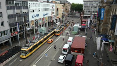 Zugestellt: Der Europaplatz ist zu großen Teilen von Einbauten für die U-Strab dominiert.