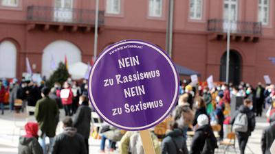 Kundgebung gegen Rassismus auf dem Karlsruher Marktplatz