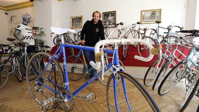 """Retrowelle: Alte Rennräder liegen voll im Trend. Liebhaber schätzen das Flair hochwertiger Vintage-Bikes wie sie Andreas Kohlmeier vom Fahrradladen """"Der Ritzler"""" anbietet und repariert."""