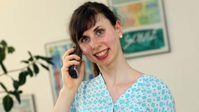 """Julia Sauter arbeitet ehrenamtlich für den Kinderschutzbund Karlsruhe. Sie berät junge Leute am Sorgentelefon """"Nummer gegen Kummer"""" und Eltern am Elterntelefon und lässt neue Teammitglieder hospitieren. Dafür erhält sie den Jugenddiakoniepreis 2021."""
