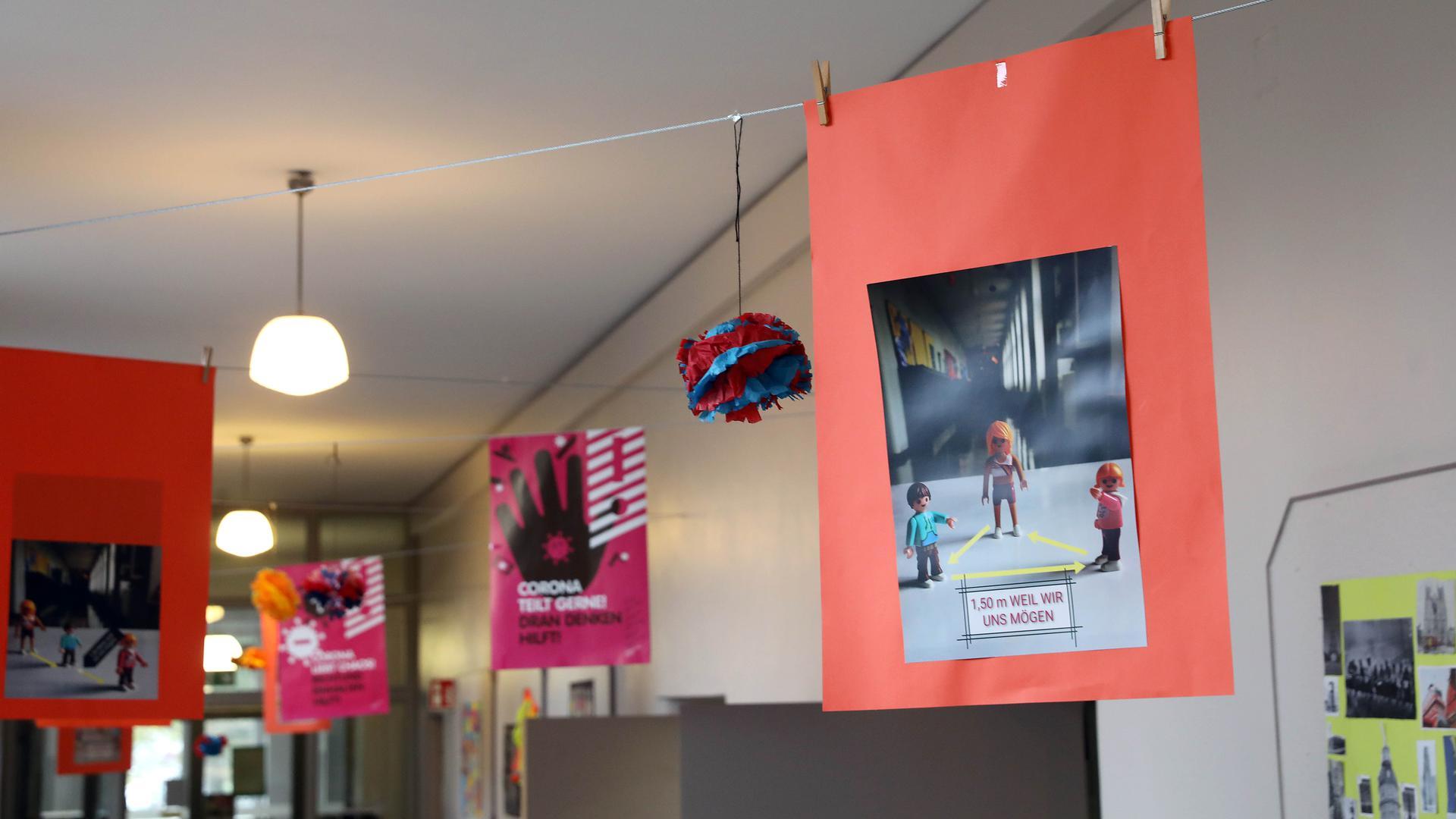 Klare Vorgaben: Durch das Einhalten von Hygieneregeln wie Maskenpflicht, Abstand halten und Lüften konnten an Karlsruher Lehranstalten wie der Schillerschule Folgeinfektionen mit dem Coronavirus bislang minimiert werden.