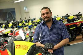 25.06.2021 Carsten Schmidt vom ASB Karlsruhe ist der Kopf des Teams der Motorradstaffel Karlsruhe. Hier bereitet er die Übergabe von 17 Spezialmotorrädern an den ASB Hessen vor.
