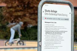 Neue Nutzungszeiten: Werktags dürfen Rollerfahrer nun eine halbe Stunde länger auf die Anlage, außerdem sind ab sofort auch sonntags Scooter erlaubt.