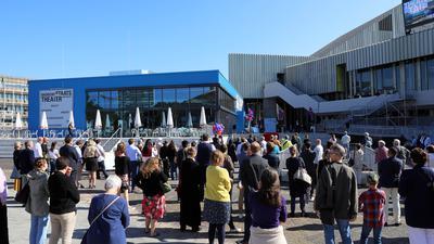 Beim Theatertag in Karlsruhe wird das neue Entrée der Öffentlichkeit vorgestellt.
