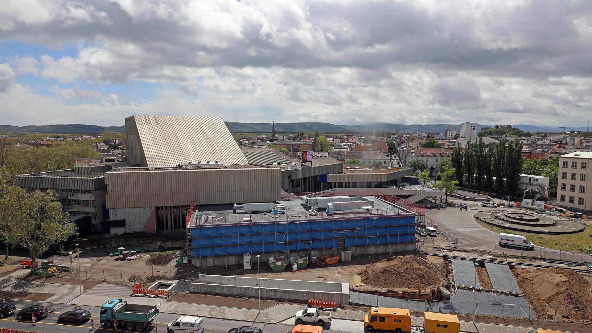 Dunkle Wolken ziehen auf: Das Bauprojekt Badisches Staatstheater steht nochmals auf dem Prüfstand. Die Kosten sind in der Vergangenheit immer weiter gestiegen.