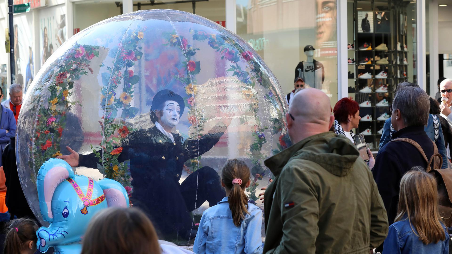 Künstler beim Stadtfest in der Karlsruher Kaiserstraße während des verkaufsoffenen Sonntags