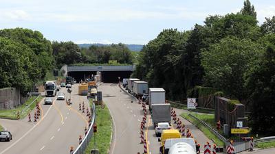 Nadelöhr: Im Edeltrudtunnel ist eine tonnenschwere Lüftungsturbine zu Boden gekracht. Alles deutet auf einen Lastwagen als Verursacher hin.