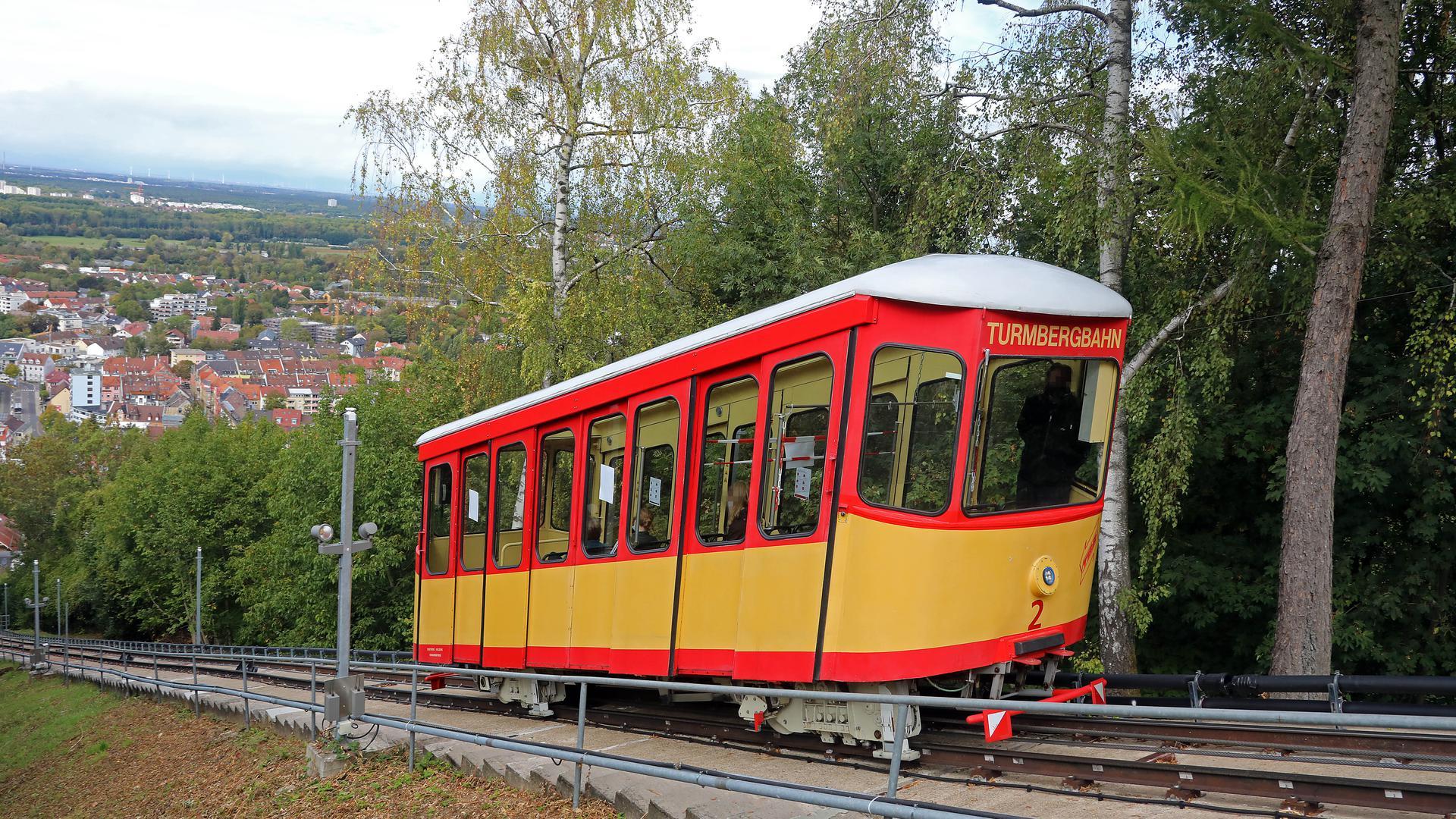 © Jodo-Foto /  Joerg  Donecker// 5.10.2020 Turmbergbahn,     -Copyright - Jodo-Foto /  Joerg  Donecker Sonnenbergstr.4  D-76228 KARLSRUHE TEL:  0049 (0) 721-9473285 FAX:  0049 (0) 721 4903368  Mobil: 0049 (0) 172 7238737 E-Mail:  joerg.donecker@t-online.de Sparkasse Karlsruhe  IBAN: DE12 6605 0101 0010 0395 50, BIC: KARSDE66XX Steuernummer 34140/28360 Veroeffentlichung nur gegen Honorar nach MFM zzgl. ges. Mwst.  , Belegexemplar und Namensnennung. Es gelten meine AGB.