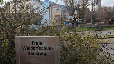 © Jodo-Foto /  Joerg  Donecker// 17.12.2020 Freie Waldorfschule,                                                              -Copyright - Jodo-Foto /  Joerg  Donecker Sonnenbergstr.4  D-76228 KARLSRUHE TEL:  0049 (0) 721-9473285 FAX:  0049 (0) 721 4903368  Mobil: 0049 (0) 172 7238737 E-Mail:  joerg.donecker@t-online.de Sparkasse Karlsruhe  IBAN: DE12 6605 0101 0010 0395 50, BIC: KARSDE66XX Steuernummer 34140/28360 Veroeffentlichung nur gegen Honorar nach MFM zzgl. ges. Mwst.  , Belegexemplar und Namensnennung. Es gelten meine AGB.
