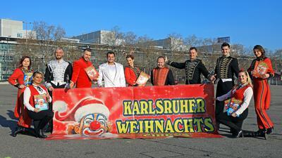 © Jodo-Foto /  Joerg  Donecker// 18.12.2020 Weihnachts-Circus in Karlsruhe auf dem Messplatz als Zeichen / Foto: ohne Abstand, da laut Herrn Joachim Sperlich (4.v.re)  alle aus einem Haushalt sind,                -Copyright - Jodo-Foto /  Joerg  Donecker Sonnenbergstr.4  D-76228 KARLSRUHE TEL:  0049 (0) 721-9473285 FAX:  0049 (0) 721 4903368  Mobil: 0049 (0) 172 7238737 E-Mail:  joerg.donecker@t-online.de Sparkasse Karlsruhe  IBAN: DE12 6605 0101 0010 0395 50, BIC: KARSDE66XX Steuernummer 34140/28360 Veroeffentlichung nur gegen Honorar nach MFM zzgl. ges. Mwst.  , Belegexemplar und Namensnennung. Es gelten meine AGB.