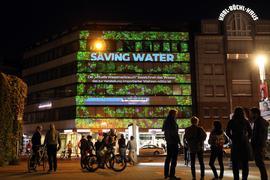 "© Jodo-Foto /  Joerg  Donecker// 18.09.2021 Interaktives Video-Mapping Crowd Game ""saving water"" der Pong Li Studios KA, Foto:  am Stephanplatz,                                                               -Copyright - Jodo-Foto /  Joerg  Donecker Sonnenbergstr.4  D-76228 KARLSRUHE TEL:  0049 (0) 721-9473285 FAX:  0049 (0) 721 4903368  Mobil: 0049 (0) 172 7238737 E-Mail:  joerg.donecker@t-online.de Sparkasse Karlsruhe  IBAN: DE12 6605 0101 0010 0395 50, BIC: KARSDE66XX Steuernummer 34140/28360 Veroeffentlichung nur gegen Honorar nach MFM zzgl. ges. Mwst.  , Belegexemplar und Namensnennung. Es gelten meine AGB."